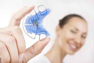 Kieferorthopädische Leistungen - Herausnehmbare Zahnspange